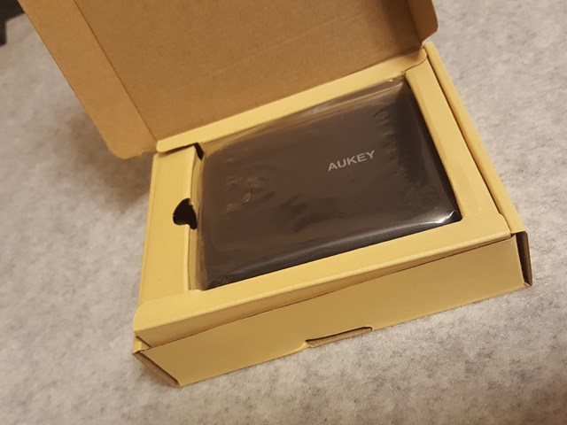 aukey-mobile-battery-10000mah-pb-n42-review002
