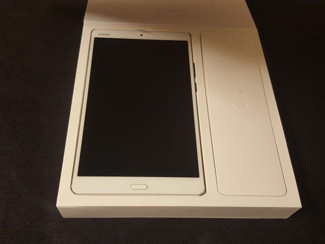 Huawei MediaPad M3 パッケージ