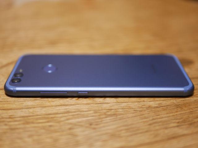 Huawei nova 2 外見