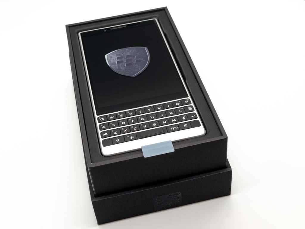 BlackBerry KEY2 パッケージ