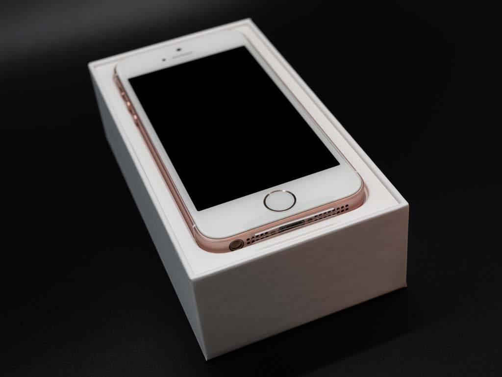 iPhone SE パッケージ