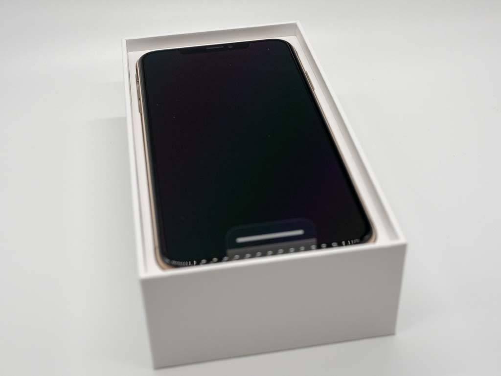iPhone XS Max パッケージ